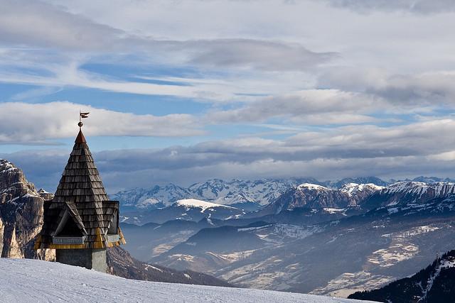 alto-adige-corvara-panorama-con-neve