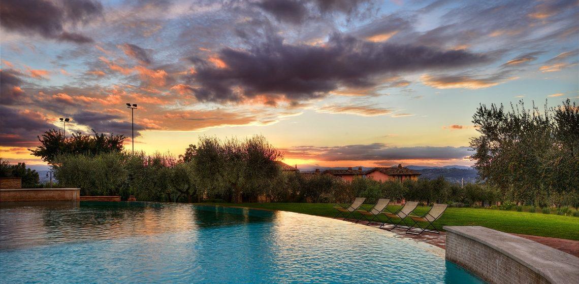 borgobrufa-tramonto-in-piscina