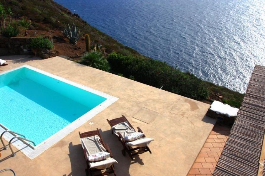 Pantelleria l 39 isola lunare dai dammusi alle baie incontaminate - Dammusi con piscina pantelleria ...
