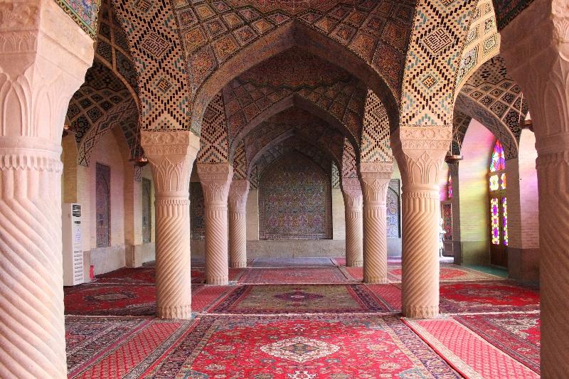 10-cose-da-fare-in-iran-moschea-rosa