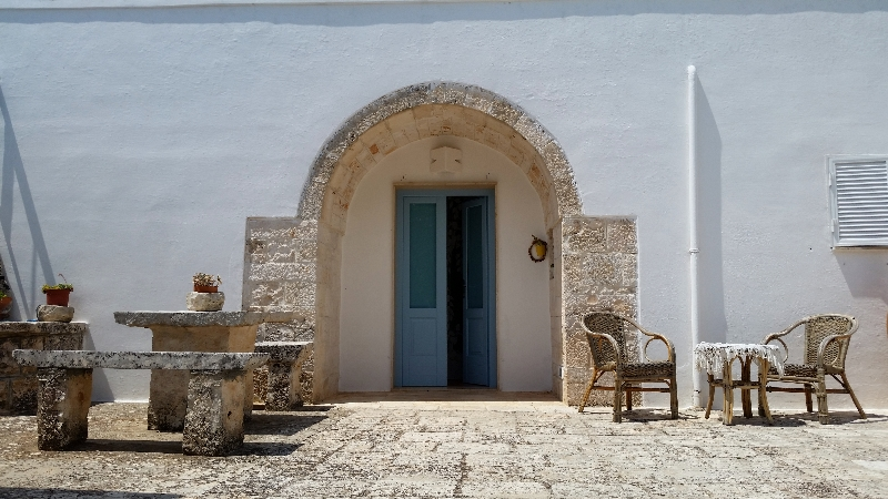 on the road in puglia-cisternino-b&b-pietraviva